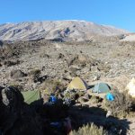 Kilimanjaro---Lemosho-Route---Pofu-Camp-ca.-4000-m---wärmende-erste-Sonnenstrahlen