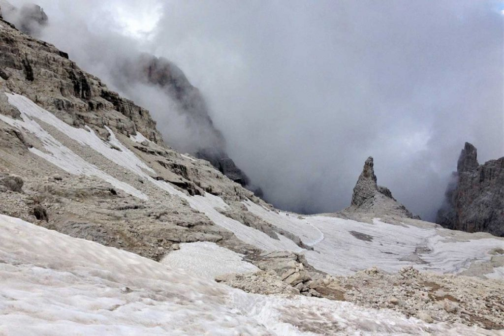 Klettersteige-Brenta-Blick-ins-Kar