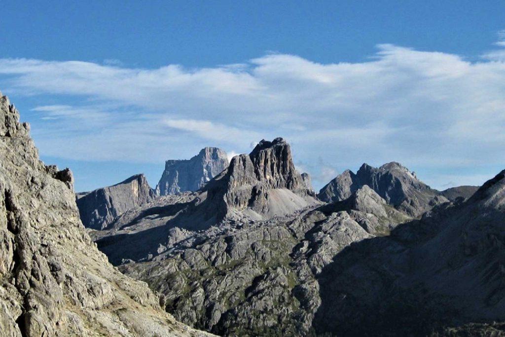 Klettersteige-in-den-Dolomiten-Dolomiti-Speciale-Blick-Richtung-Nuvolau