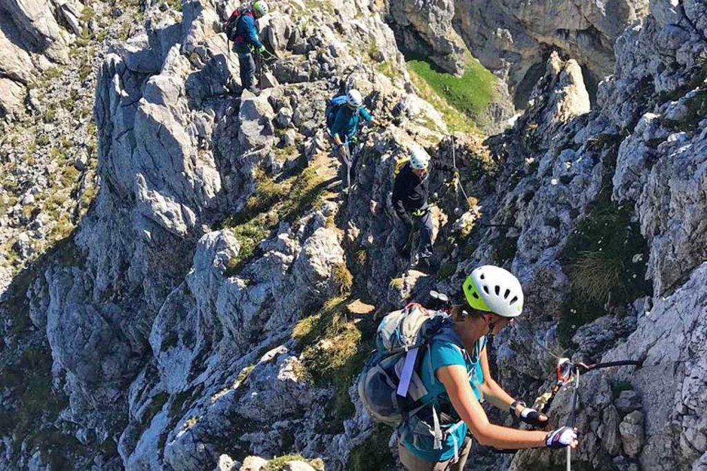 Mittenwalder-Klettersteig---In-der-Querung
