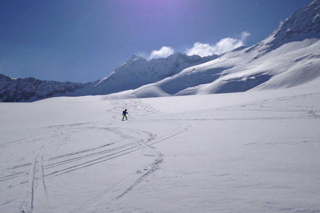 Skidurchquerung-Stubaier-Alpen---Abfahrt-von-der-Daunscharte-über-Sulztalferner