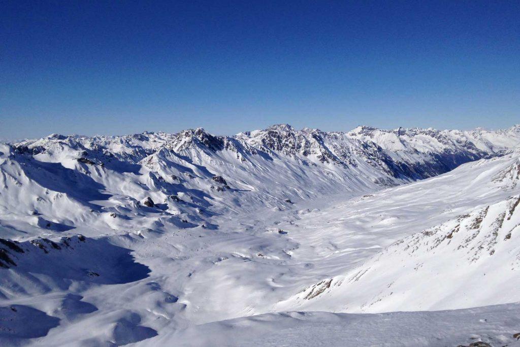 Skitouren-Heidelberger-Hütte---Blick-ins-Fimbertal