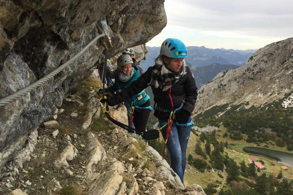 Teambuilding-Seminar---Gruppenaufgabe-im-Klettersteig