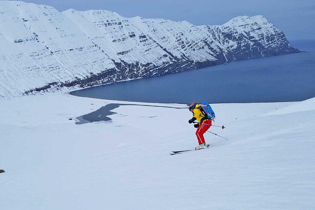 Skitouren-in-Island----Abfahrt-ans-Meer