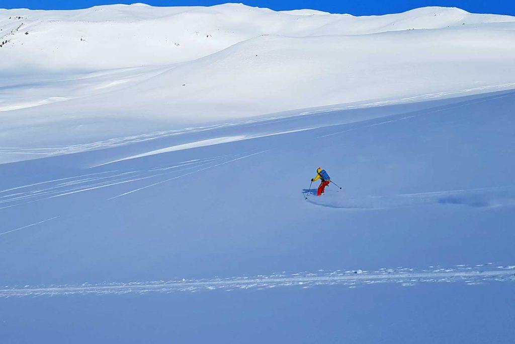 Skitouren-in-Island----Abfahrt-zum-Meer