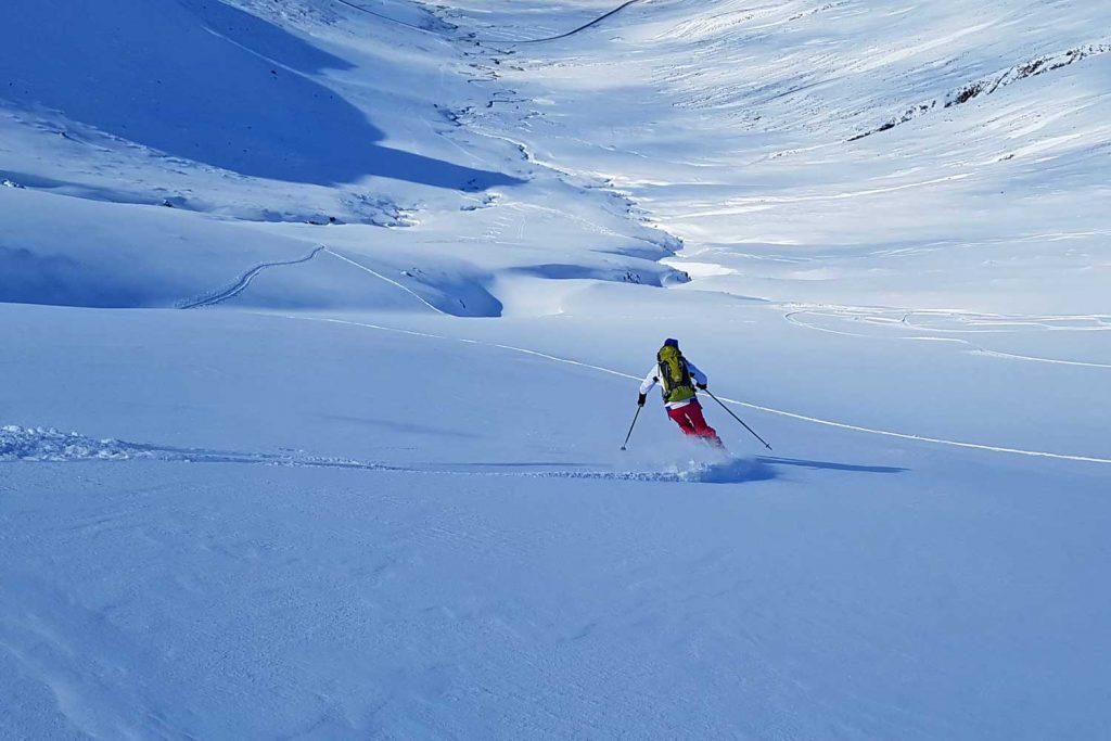 Skitouren-in-Island----In-der-Abfahrt
