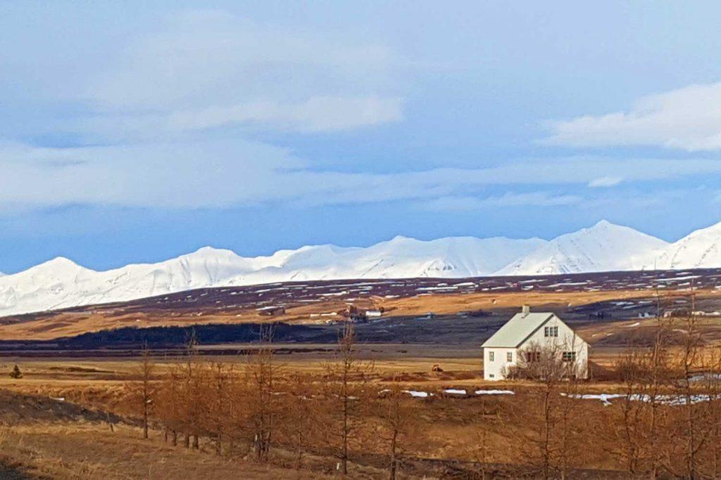 Skitouren-in-Island----Typisches-isländisches-Haus