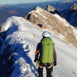 Winterbergsteigen---Jubiläumsgrat-mit-Blick-nach-Garmisch
