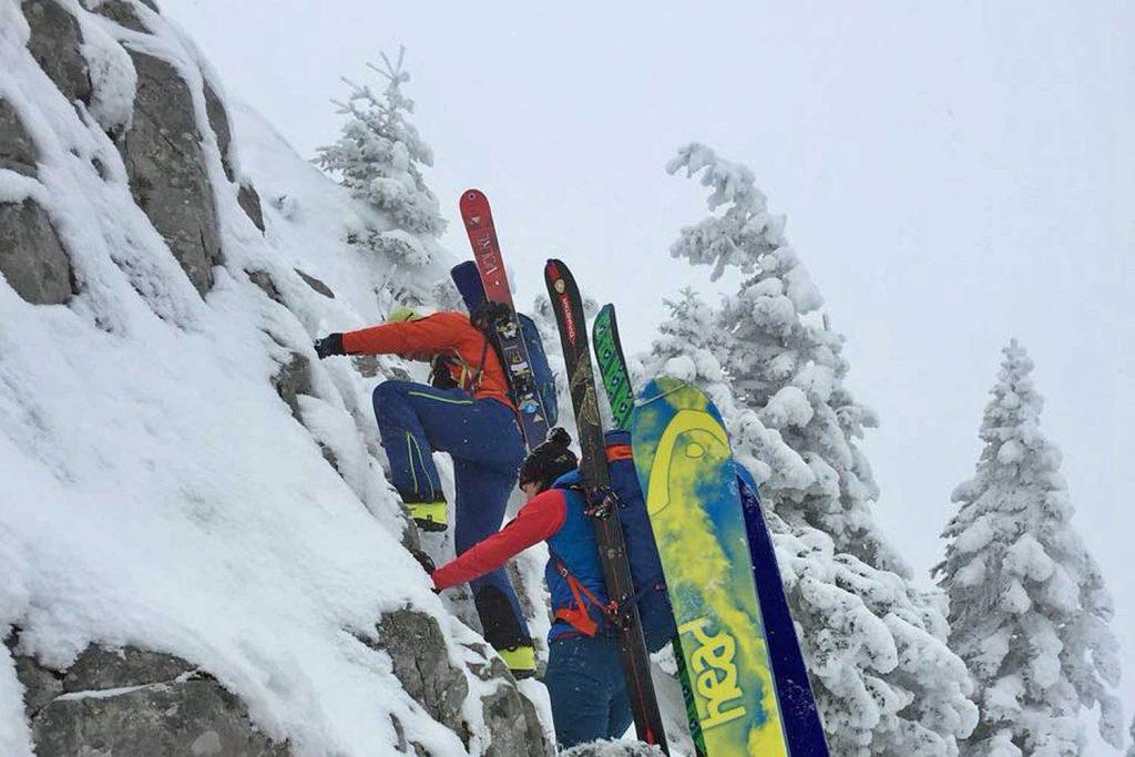 Winterbergsteigen---Klettern-am-verschneiten-Fels