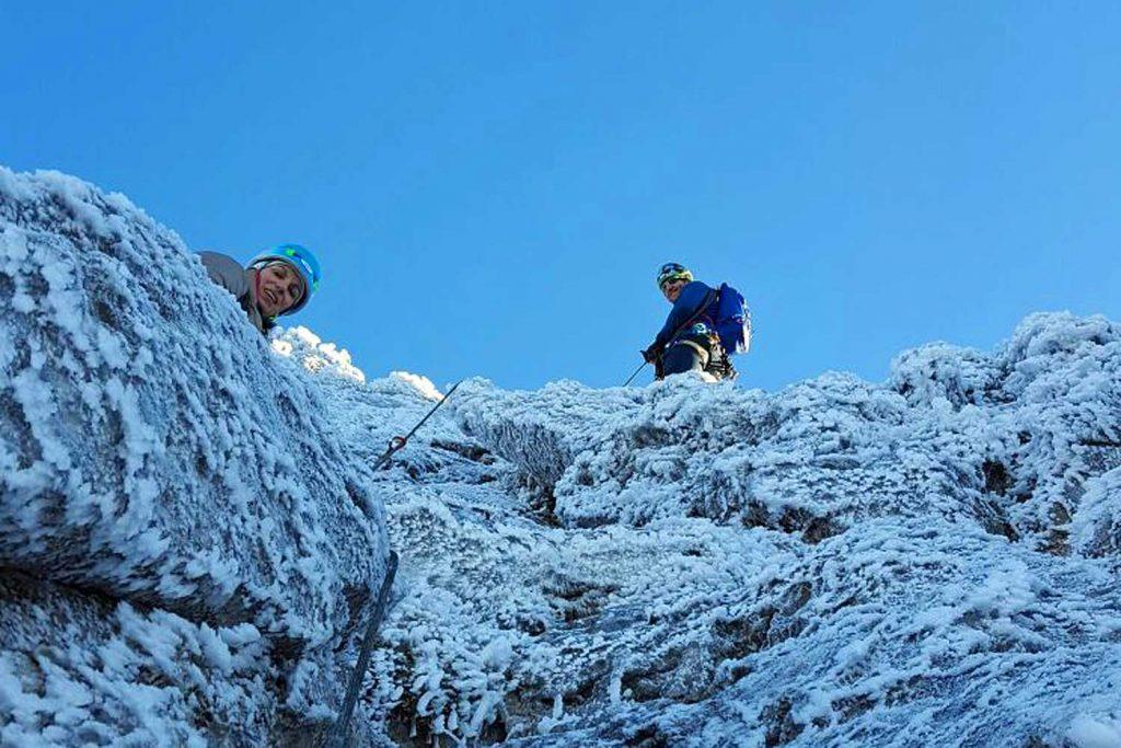 Winterbergsteigen---Klettern-an-der-Kampenwand