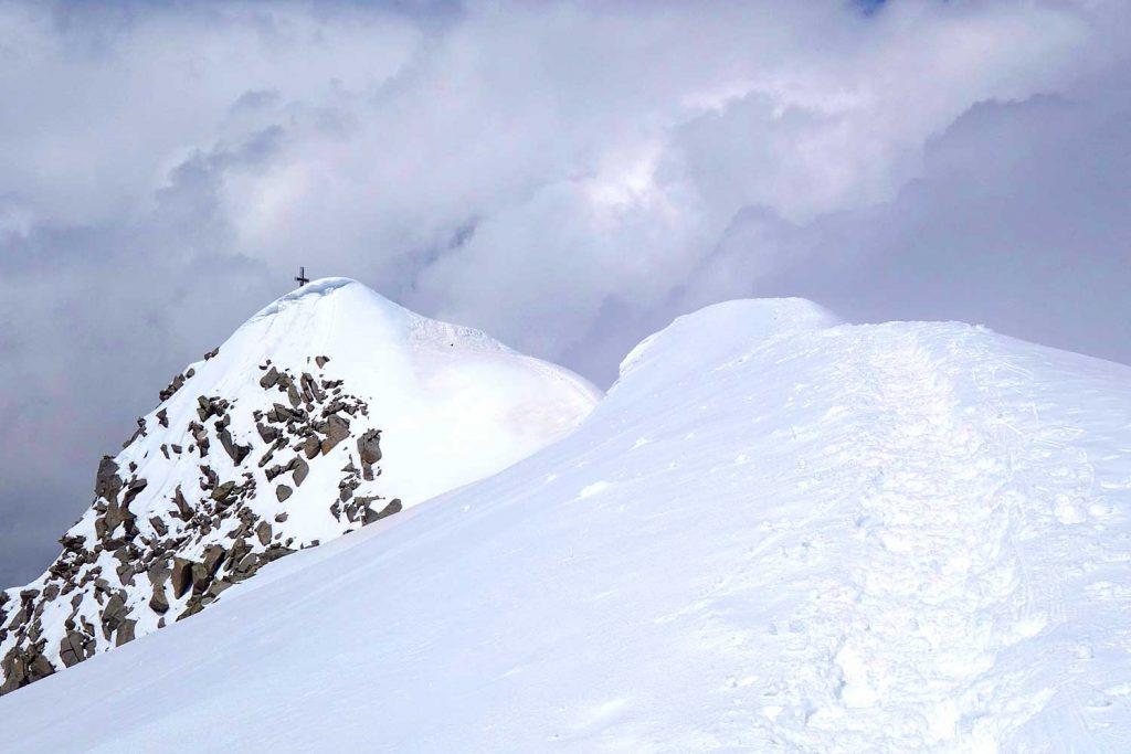 3-Tagestour-zum-Großvenediger---Gipfelgrat-mit-Kreuz