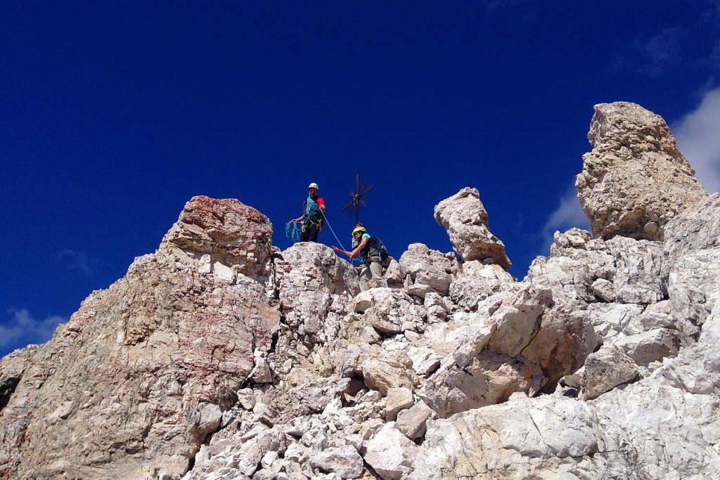 Große-Zinne-Normalweg-mit-Bergführer---Blick-zum-Gipfel