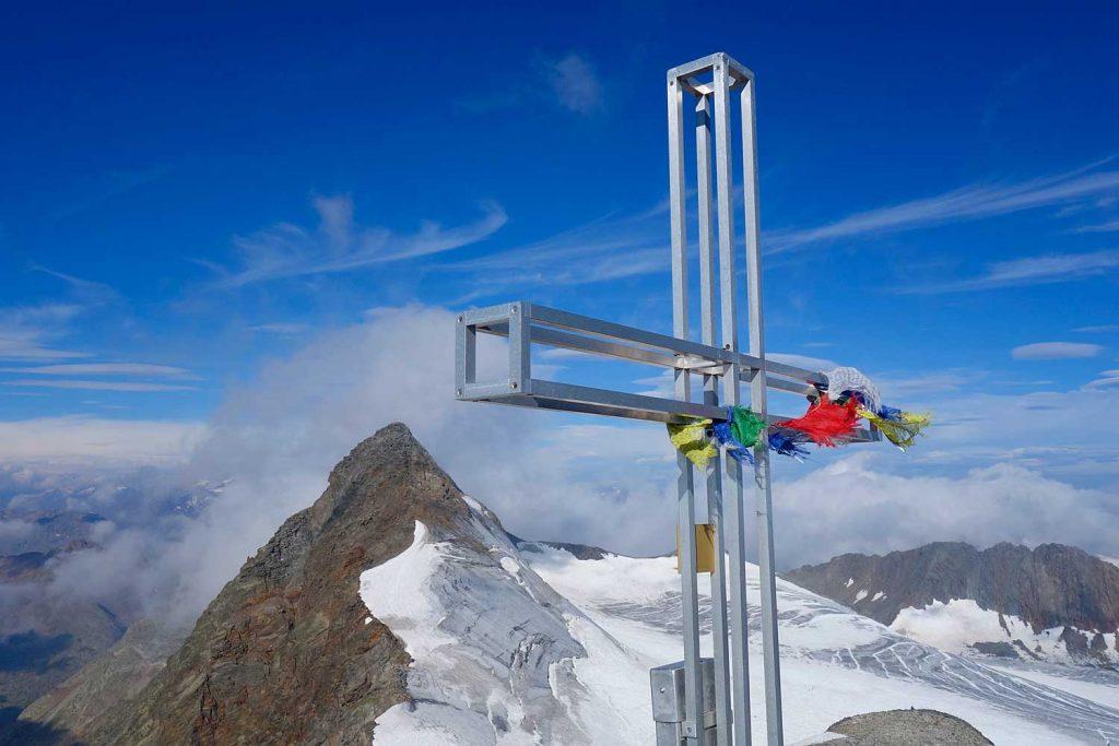 Stubaier-Alpen---Wilder-Freiger,-Wilder-Pfaff-und-Zuckerhütl---Wilder-Pfaff-Gipfelkreuz-mit-Blick-zum-Zuckerhütl