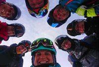 Skitechnik-meets-Tiefschnee-Lachende-Gesichter