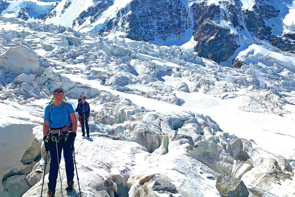 Spaghetti-Runde-im-Wallis---Abstieg-über-den-Grenzgletscher-zur-Monte-Rosa-Hütte