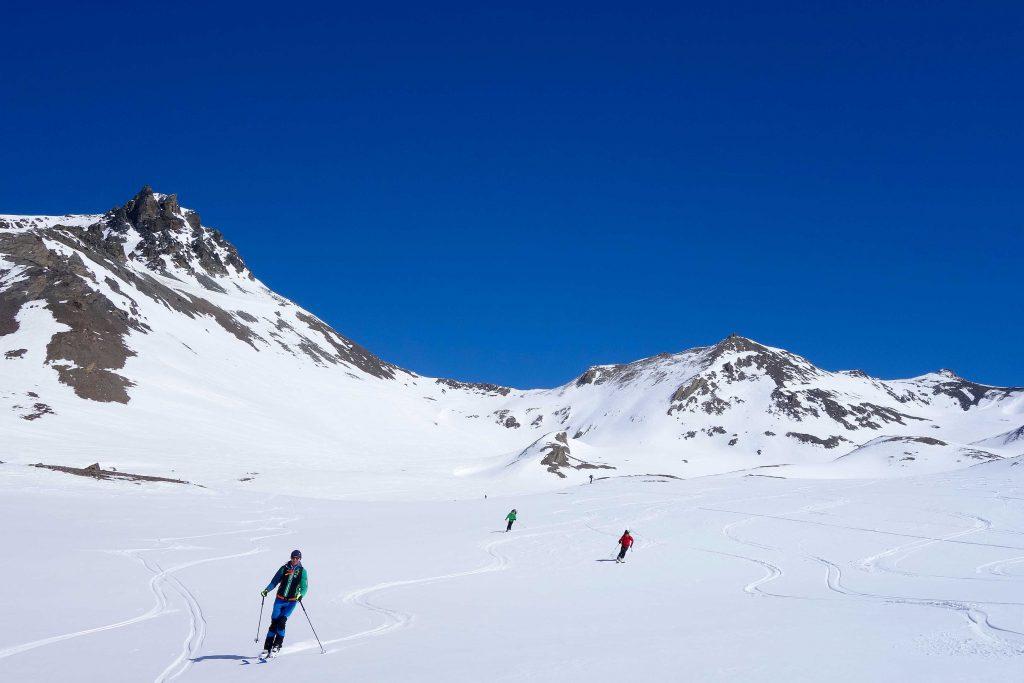 Silvretta-Durchquerung---Skitour-Abfahrt-vom-Kronenjoch-zur-Jamtalhütte