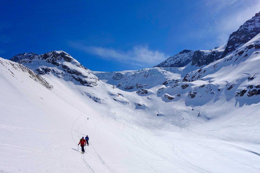Silvretta-Durchquerung---Skitour-Abfahrt-zum-Silvretta-Stausee-und-zur-Bieler-Höhe