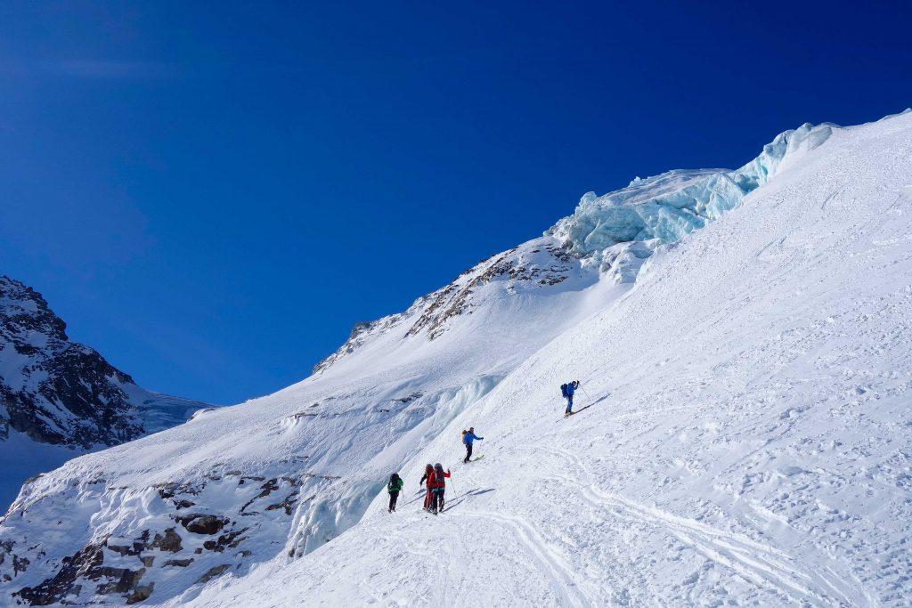 Silvretta-Durchquerung---Skitour--am-Eisbruch-des-Ochsentaler-Gletschers