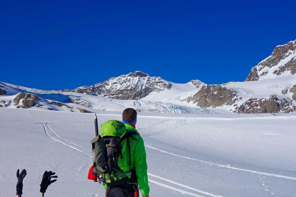 Silvretta-Durchquerung---Skitour-zur-Großen-Piz-Buin-mit-Blick-zum-Ochsentaler-Gletscher