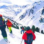Snow-Emotion-Skischule---Gruppen-Tiefschneeabfahrt