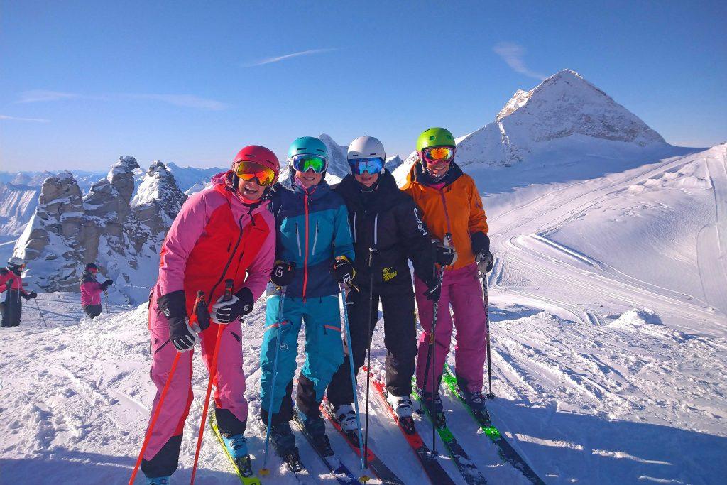 Snow-Emotion-Skischule---Skifahrer-am-Hintertuxer-Gletscher
