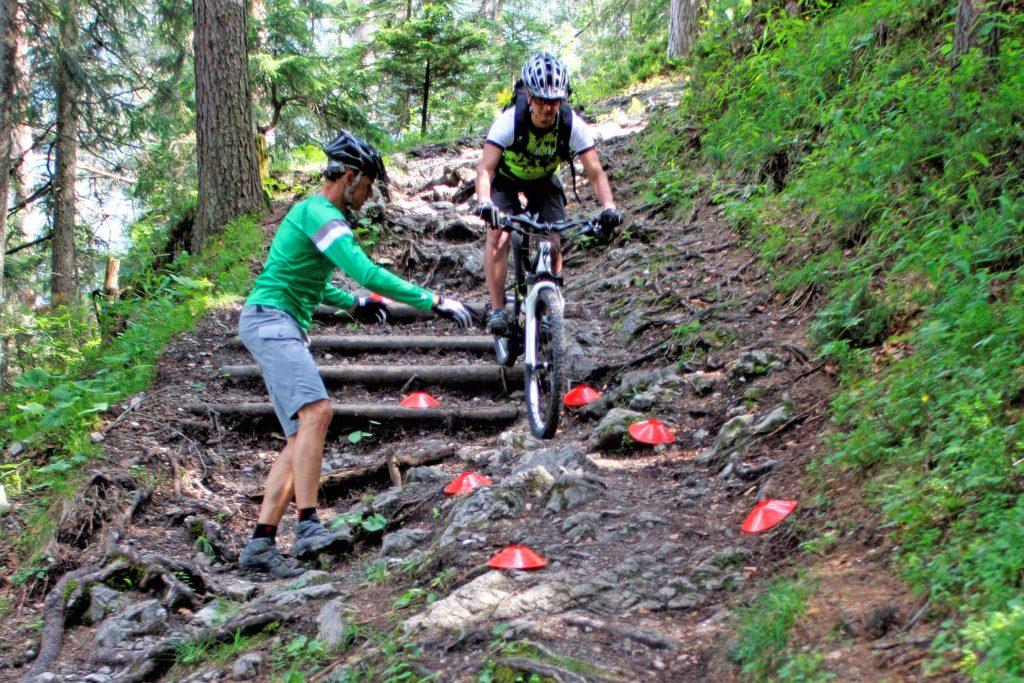 Mountainbike-Fahrtechnikkurs--Angewandte-Fahrtechnik