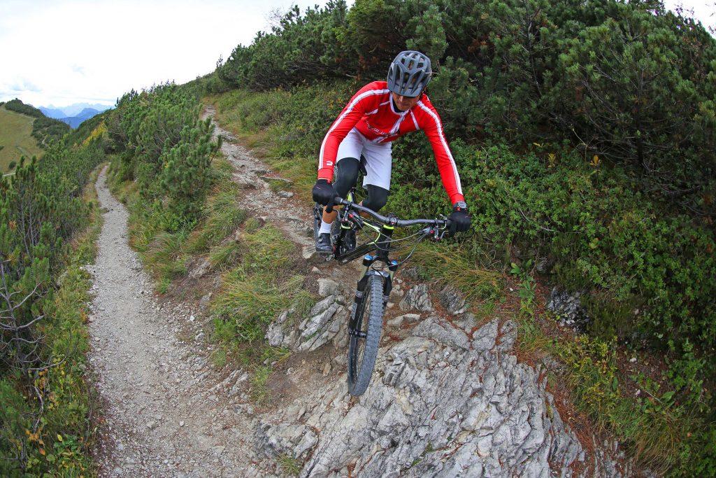Mountainbike-Fahrtechnikkurs---Angewandte-Fahrtechnik-im-Trail