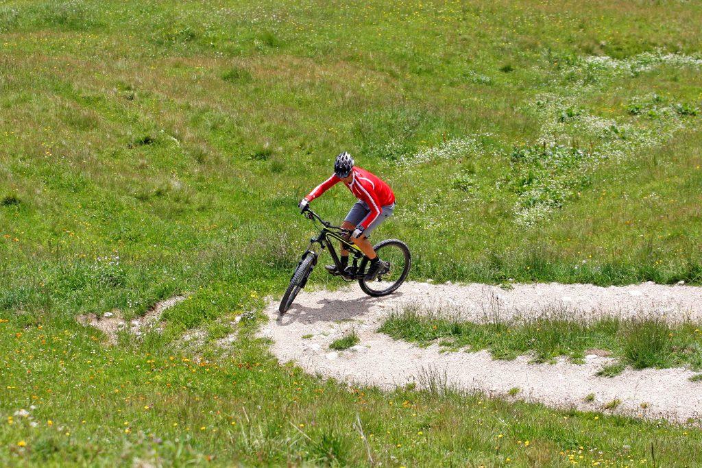Mountainbike-Fahrtechnikkurs--Kurventraining
