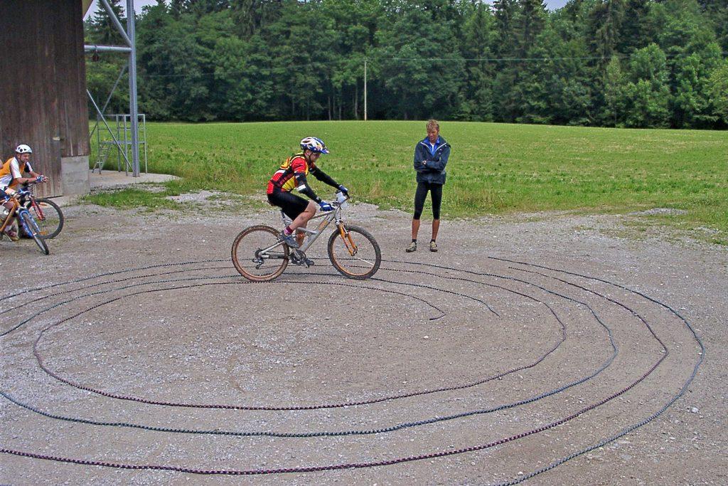 Mountainbike-Fahrtechnikkurs--Rein-ins-Schneckenhaus