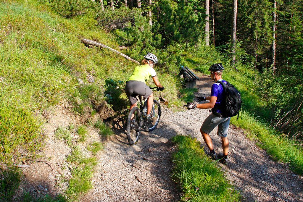 Mountainbike-Fahrtechnikkurs--Serpentinentraining-bergab