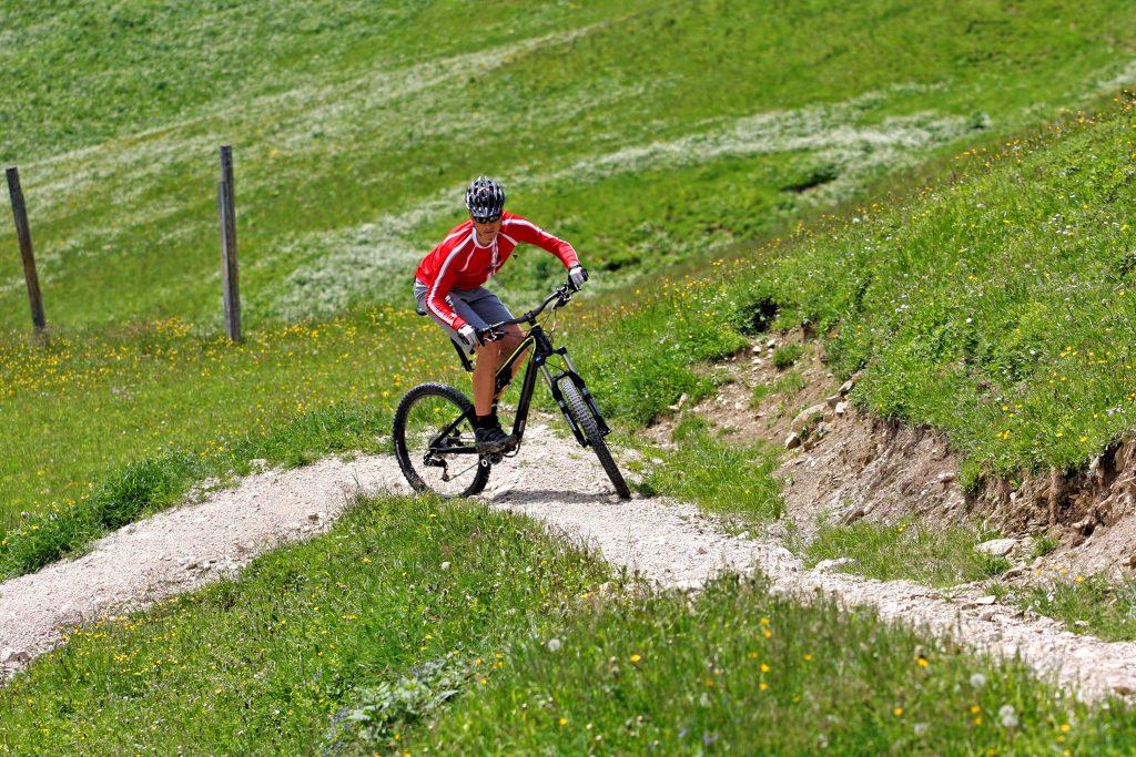 Mountainbike-Fahrtechnikkurs--Serpentinentraining-bergauf