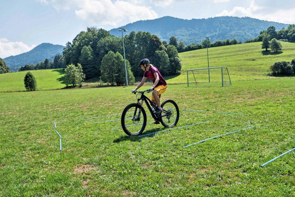 Mountainbike-Fahrtechnikkurs--Stangenparcours