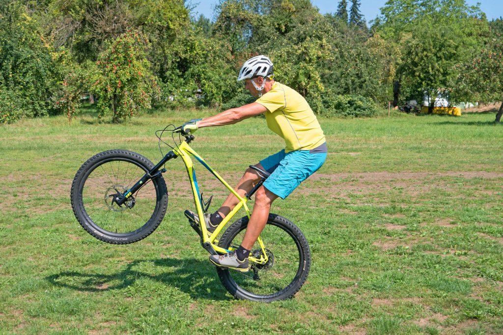 Mountainbike-Fahrtechnikkurs--Vorderradanheben