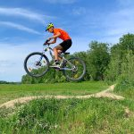 Mountainbike---Sprung-am-Trail
