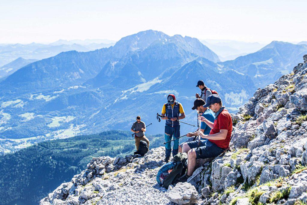 Wanderung----Watzmann-König-der-Berchtesgadener-Am-Aufstieg-mit-Pause