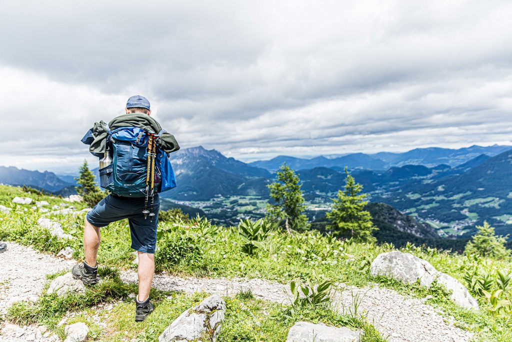 Wanderung----Watzmann-König-der-Berchtesgadener-Blick-ins-Berchtesgadener-Land